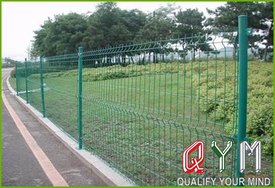 Triangular fence