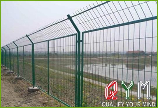 Frame highway fence