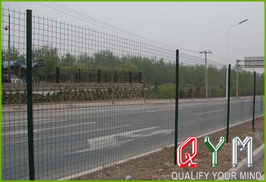 Welded mesh highway fence