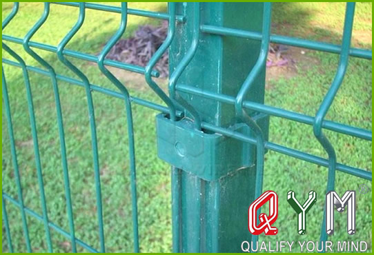 Triangular bent fence