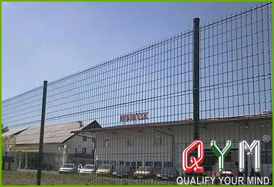 Welded triangular fence