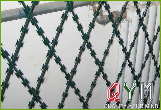 Concertina razor wire fence